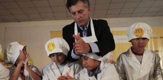 Mauricio Macri y alumnos de Buenos Aires