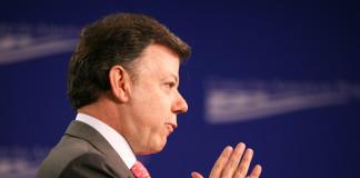 Santos suspende los viajes de las FARC de Cuba a Colombia.