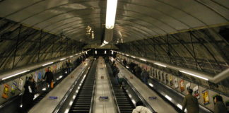 Escaleras mecánicas en la estación de Holborn
