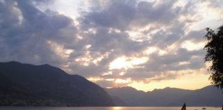 La instalación está en el lago Iseo, al norte de Italia.