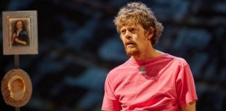 Kris Marshall en Ugly Lies the Bone. National Theatre.