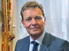 Craig Mackinlay es acusado por exceso de gastos electorales. Money Marketing.