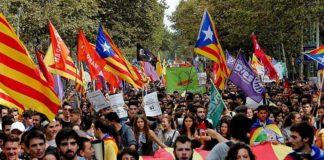 Estudiantes de Cataluña se manifiestan a favor del referendo. Atlántico Diario.