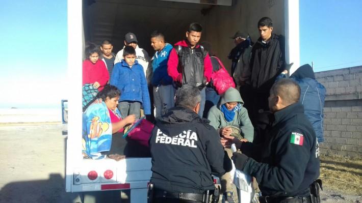 Rescatan a 29 inmigrantes centroamericanos atrapados en un camión en México. El diario de Yucatán.