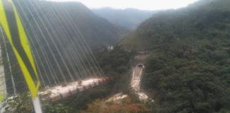 10 fallecidos tras desplomarse de un puente en Colombia. Exitosa.