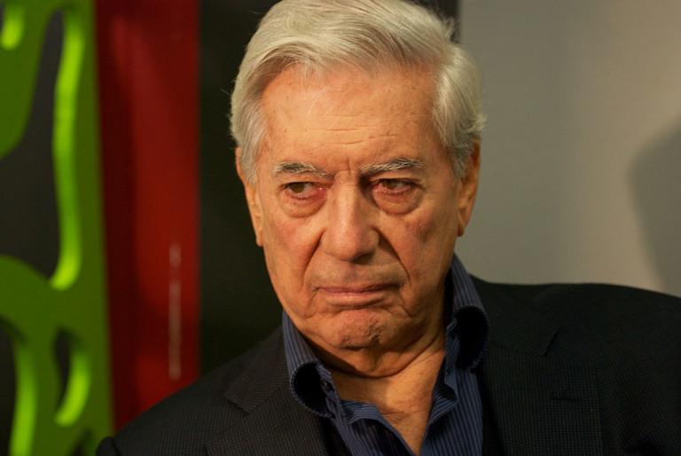 """El escritor Mario Vargas Llosa cuestiona a Sean Penn por entrevista al """"Chapo Guzmán"""""""