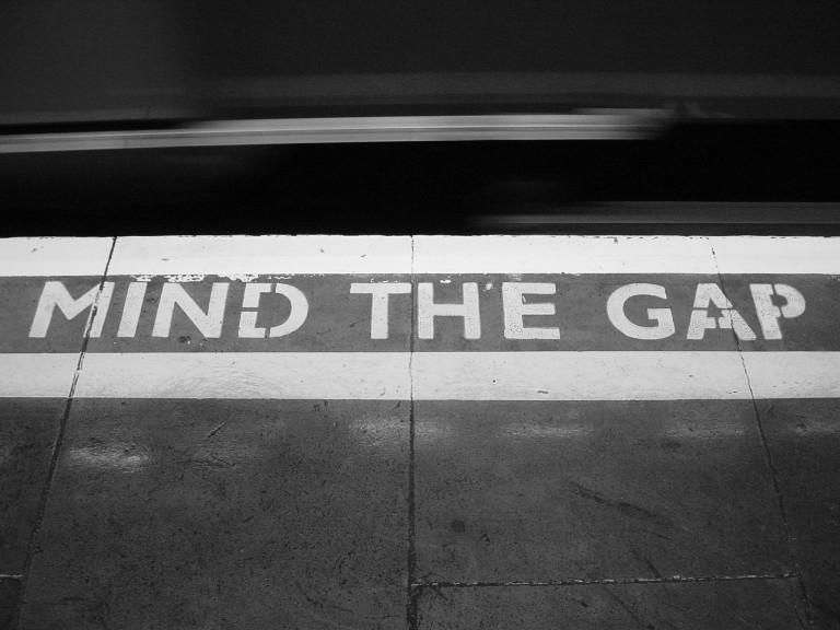 Dos personas accidentadas en el underground londinense