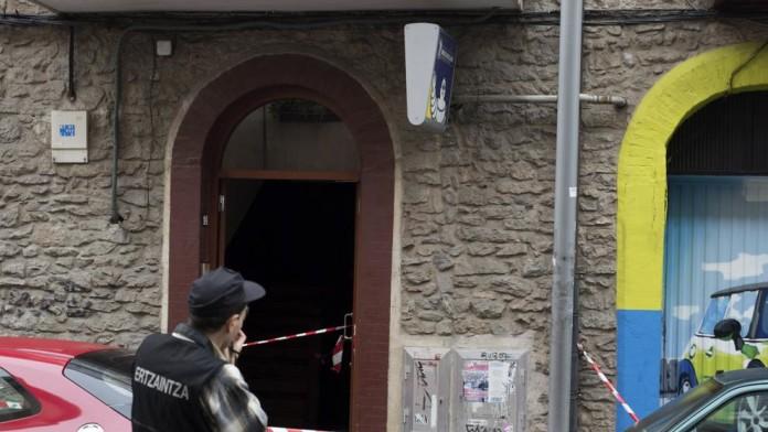 Muere la niña de 17 meses que fue arrojada desde una ventana en Vitoria. www.lavanguardia.com