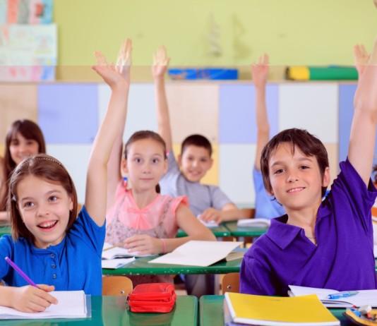 Medio millón de niños ingleses en clases de más de 30 alumnos