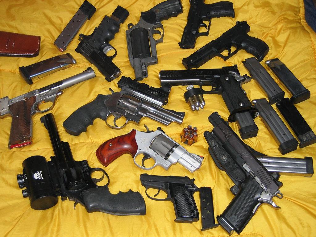 La policía advierte del aumento de armas en Reino Unido por la compra online.