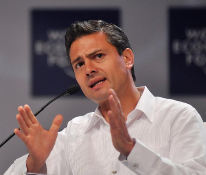Peña Nieto visita la zona donde desaparecieron los 43 estudiantes de Ayotzinapa.