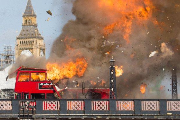 Explosión de un autobús durante un rodaje en Londres Foto@metro.co.uk