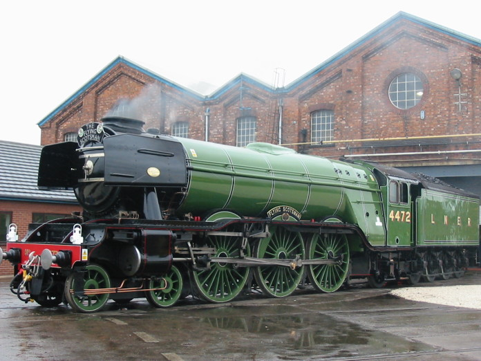 La locomotora Flying Scotsman viajó este jueves hasta el Museo Nacional del Ferrocarril.