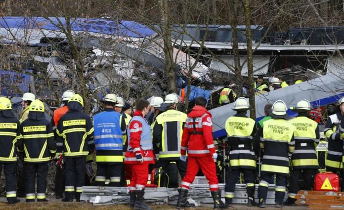 Al menos ocho muertos y 150 heridos en un choque de trenes en Alemania. www.losandes.com.ar