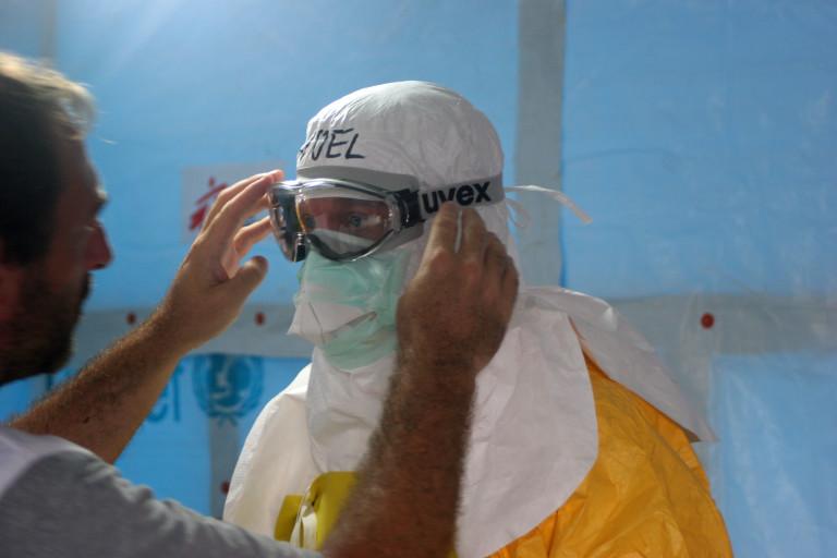Enfermera británica que sufrió ébola sale por tercera vez del hospital
