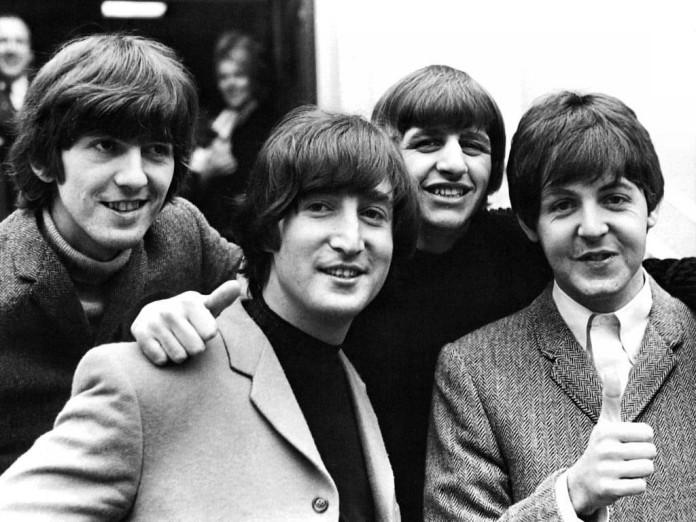 Subastan el primer vinilo de Los Beatles.