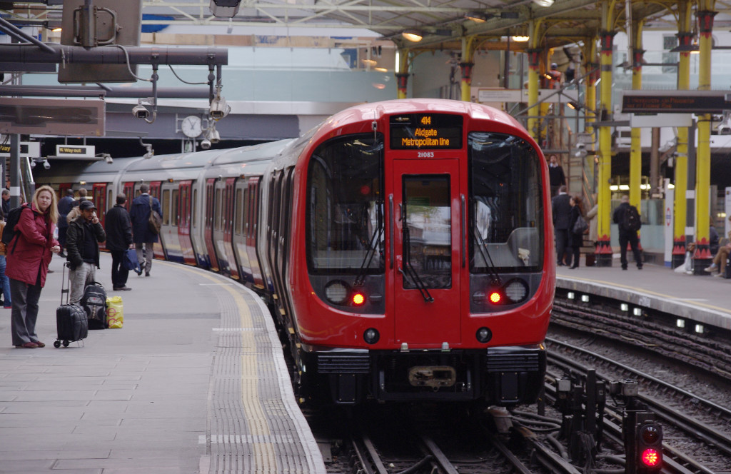 Farringdon_station_MMB_22_S-Stock