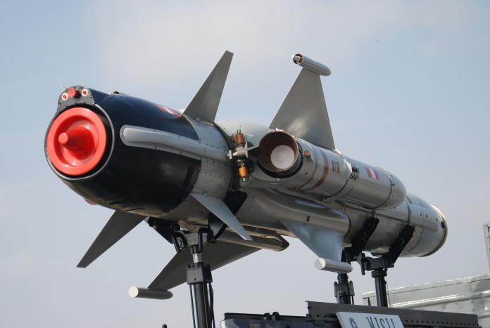 Corea del Norte prueba con éxito el lanzamiento de un misil con combustible sólido.