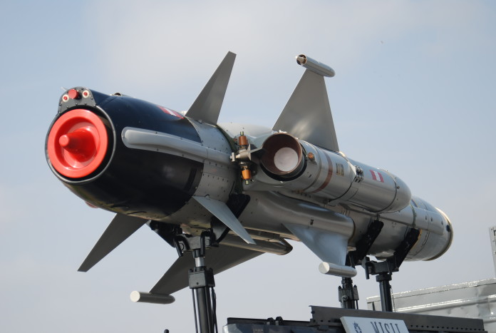 Corea del Norte lanza seis misiles.