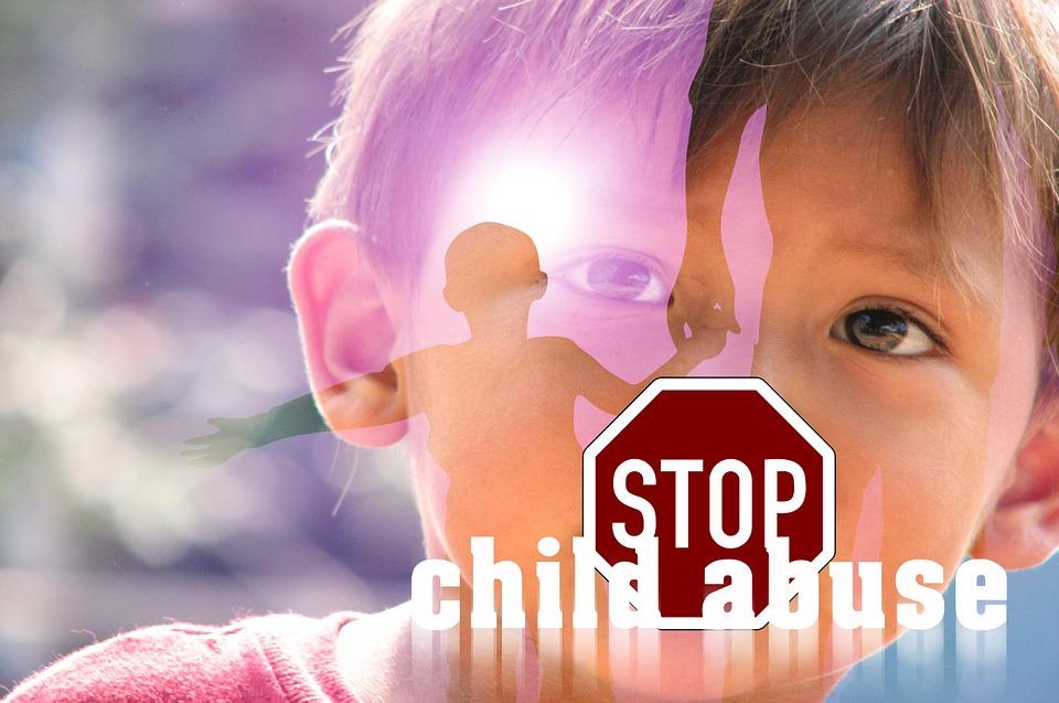 Más de 100 abusadores de niños retirados de los registros del Reino Unido.