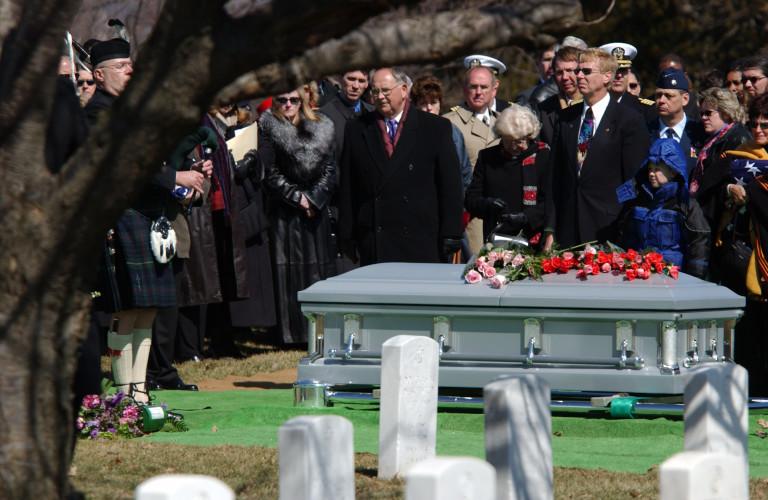 Familias británicas se endeudan por funerales