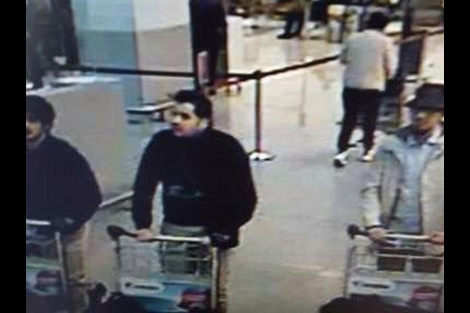 Supuestos terroristas del ataque al aeropuerto de Bruselas. www.soy502.com
