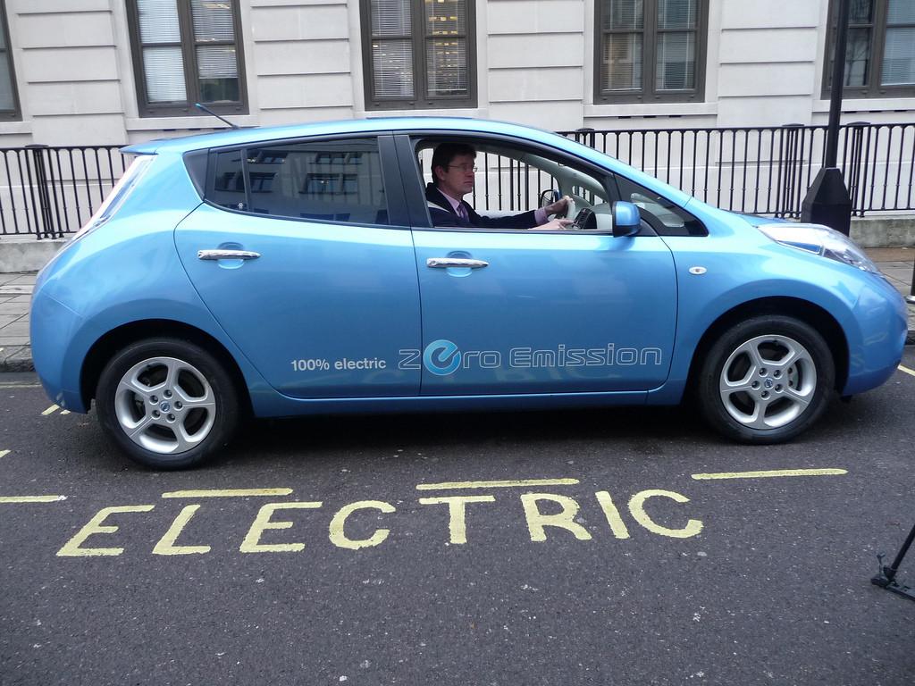 Espacio reservado para el aparcamiento de un coche eléctrico