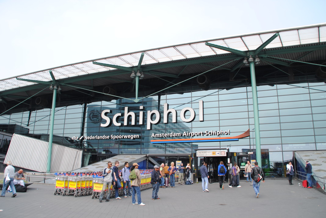 Amsterdam_Schiphol_Airport_entrance