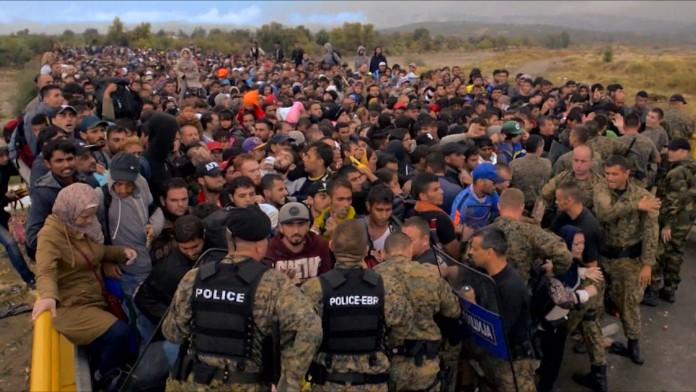 Refugiados sirios tratando de acceder a Europa. Imagen de archivo.