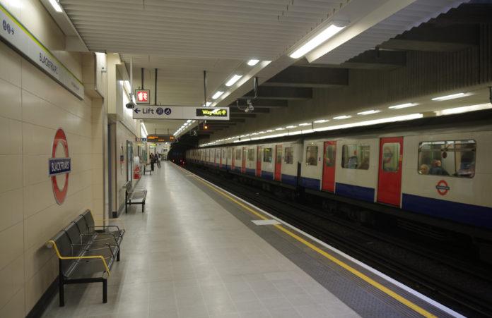 Blackfriars_station_MMB_06_D-stock