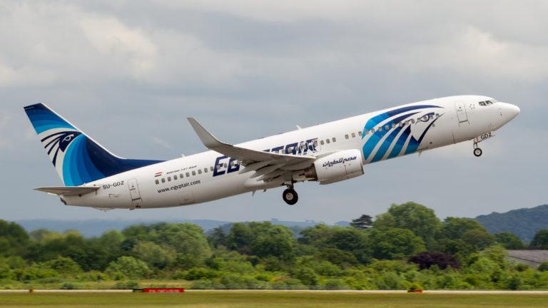 El avión de EgyptAir envió una señal de socorro después de desaparecer