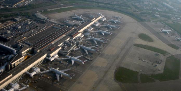 Un avión aterriza de emergencia en Heathrow