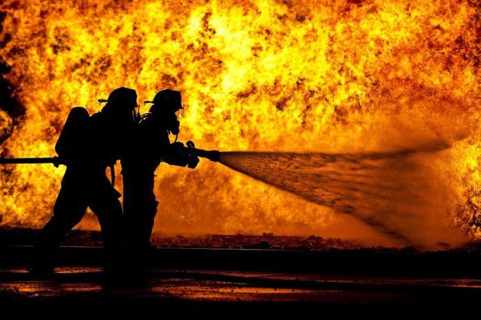 Incendio en el mayor vertedero de neumáticos