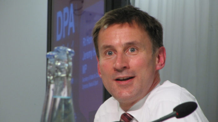 Jeremy Hunt, ministro de Salud