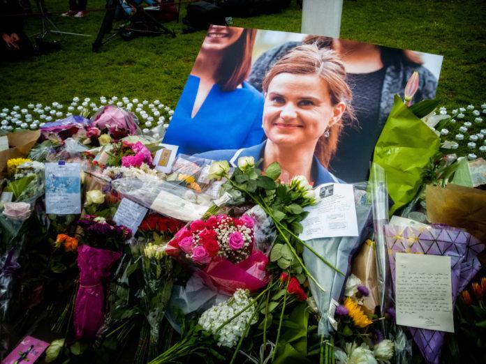 Parlamentarios homenajean a Jo Cox