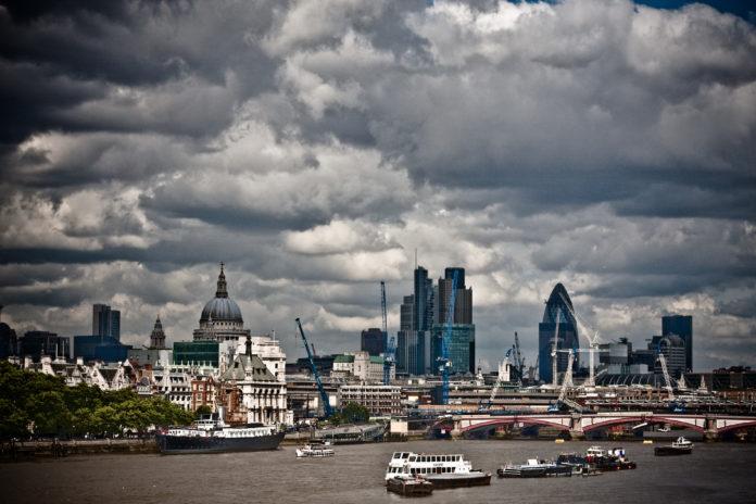 Se mantiene alerta por tormenta en Londres