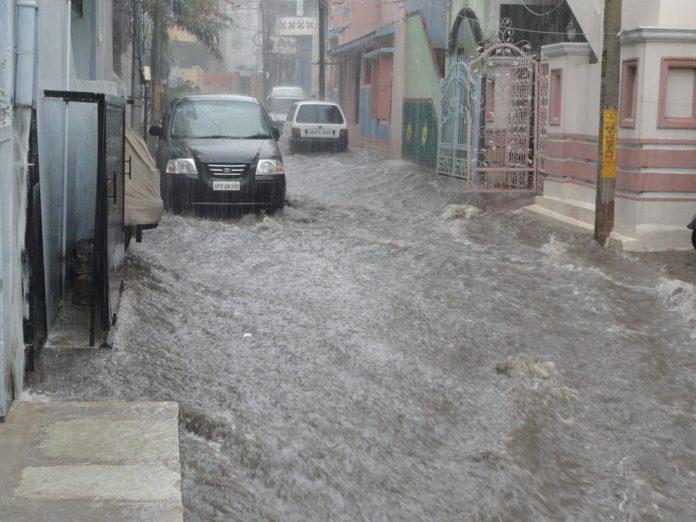 Coches en inundaciones. Imagen de archivo.