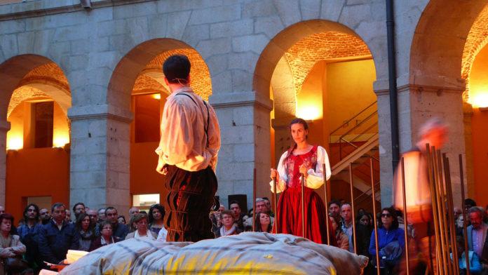 Blanca Jara y Jorge Machín en una de las escenas de Los Espejos de Don Quijote. Pánico Escénico.