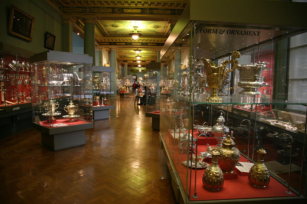 Victoria_and_Albert_Museum_room-01