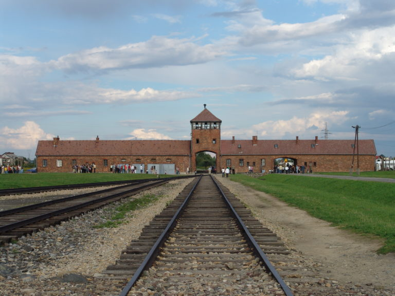 El papa Francisco visita el campo de concentración nazi de Auschwitz