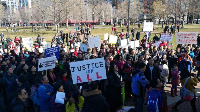 Estadounidenses protestando. Imagen de archivo.