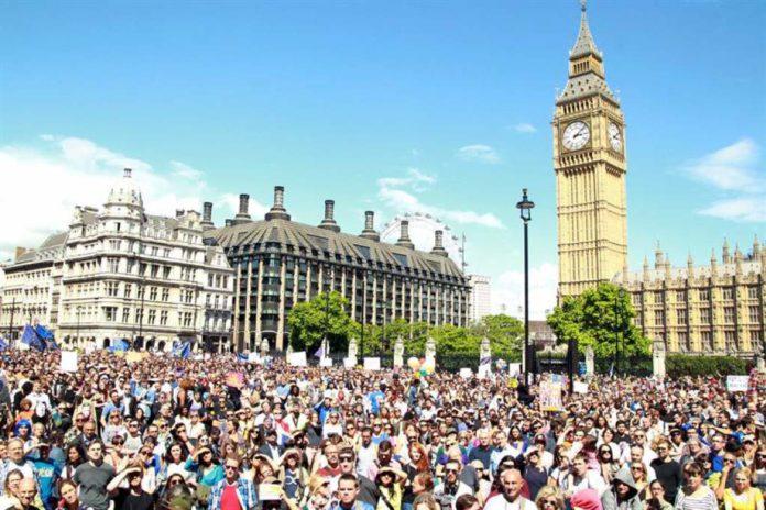 Multitudinaria manifestación de los europeos para permanecer en el Reino Unido.
