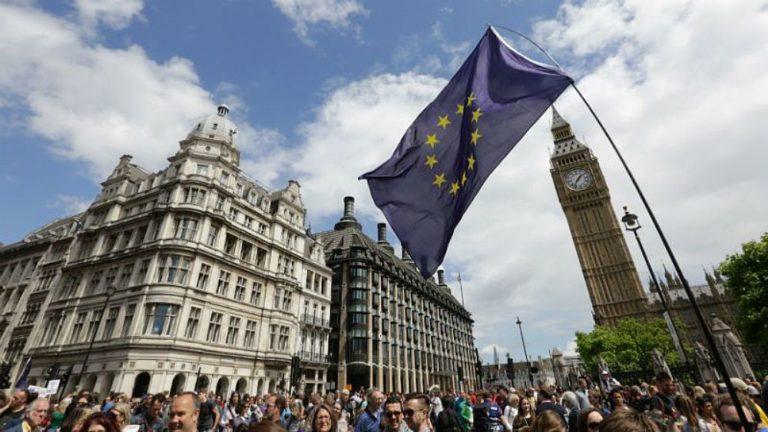 La UE urge a prepararse ante un Brexit sin acuerdo