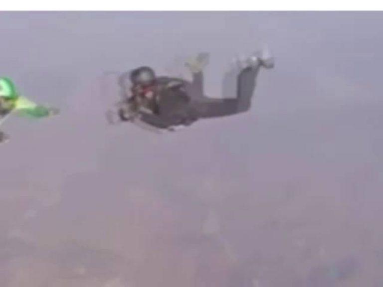 Se  lanzó desde 7.600 metros de altura sin paracaídas