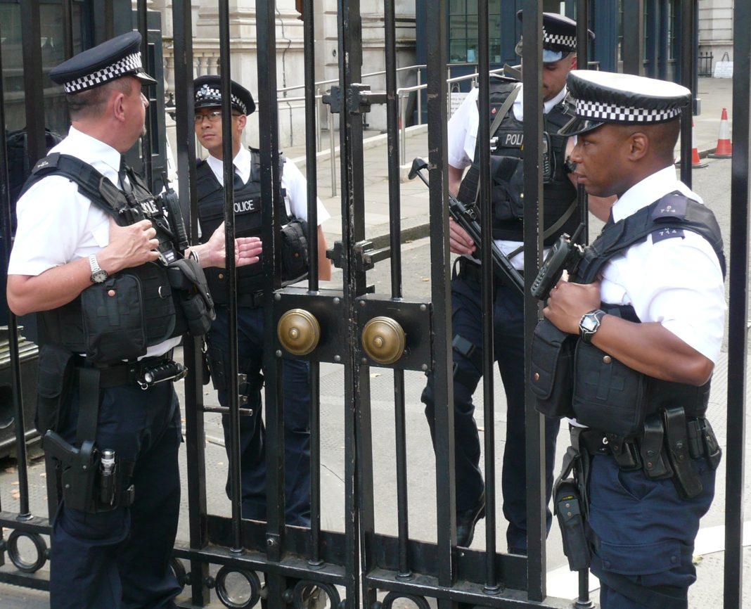 Más policías armados en las calles de Londres. Imagen de archivo.
