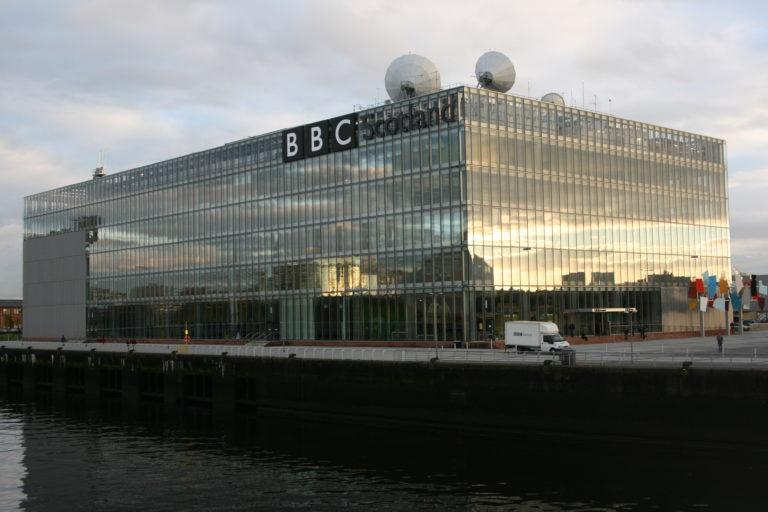 Cuatro presentadores de la BBC se bajan su sueldo
