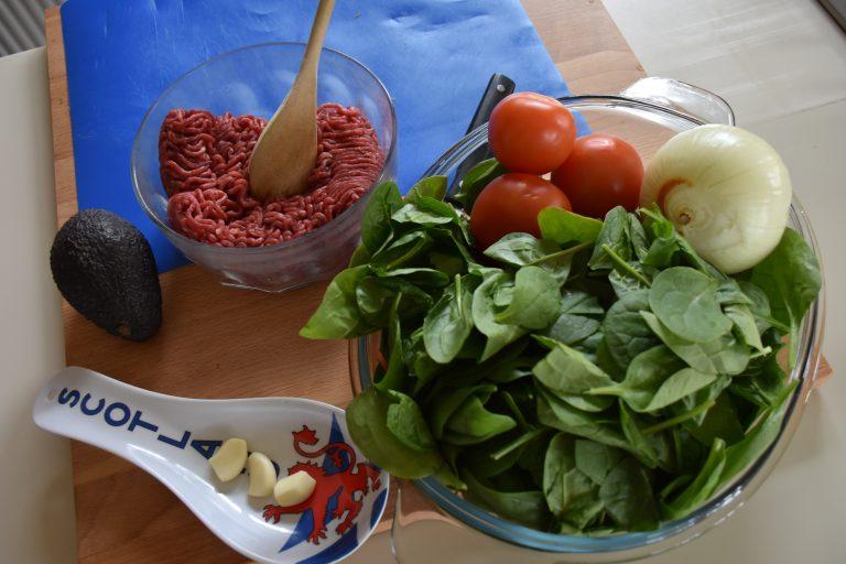 Albóndigas en su salsa y arroz con espinacas