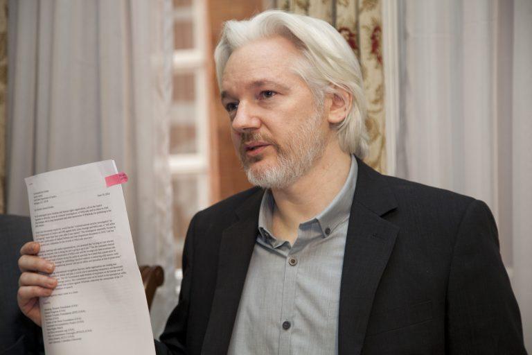Ecuador deja incomunicado a Assange por entrometerse en política internacional
