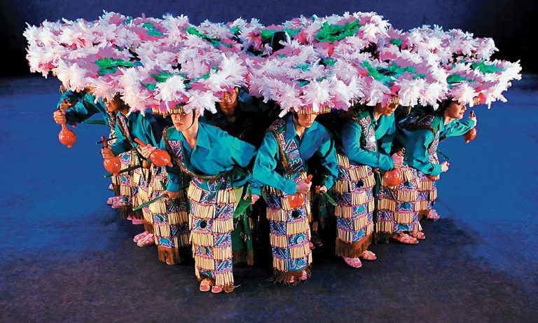 Ballet Folklórico de México dejó estela de color en el Coliseum de Londres