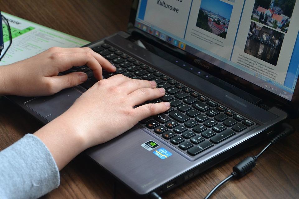 La policía londinense contratará bufetes de abogados para perseguir delitos cibernéticos.